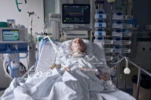 Patient an Beatmungsmaschine