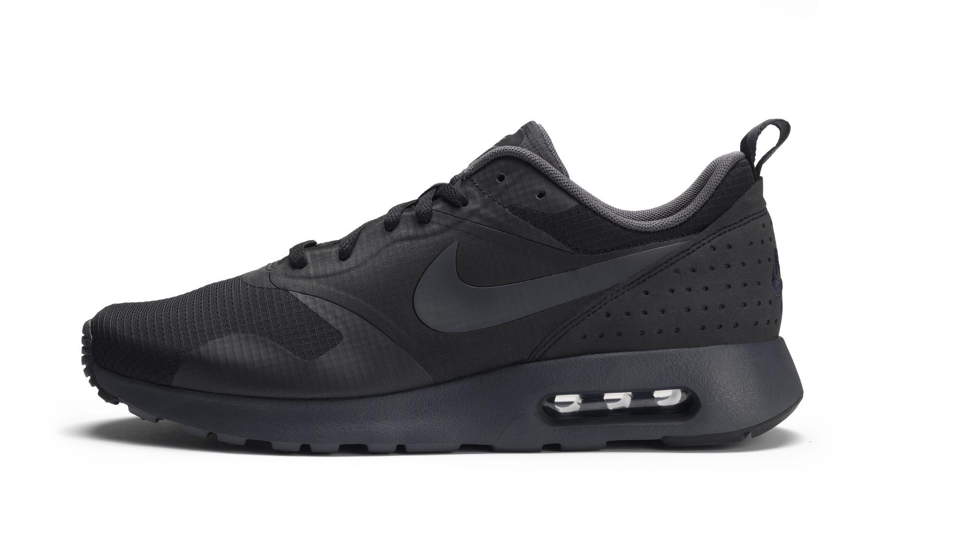 RS93010_Foot Locker Exclusive_Nike Air Max Tavas-lpr