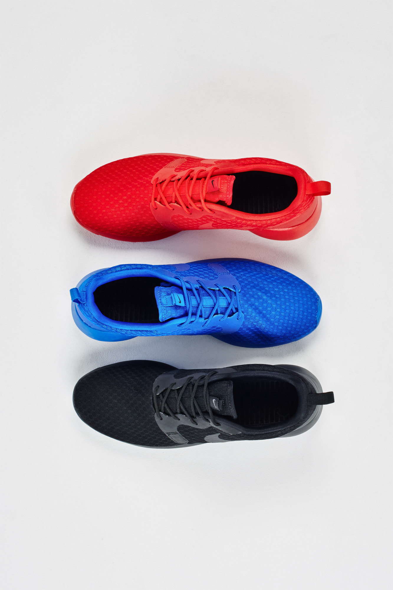 RS106286_Foot Locker x It Must Be February_Nike RosheRun Pack2-lpr